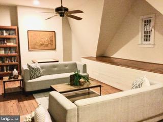 Garret 4th floor. Space Daniel Chester French room - 506 E CAPITOL ST NE, WASHINGTON