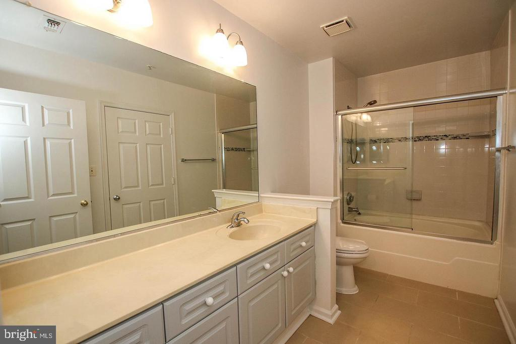 Full Bath - 20290 BEECHWOOD TER #100, ASHBURN