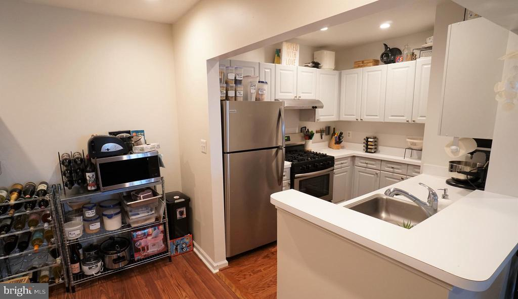 Newer Kitchen Appliances - 20290 BEECHWOOD TER #100, ASHBURN