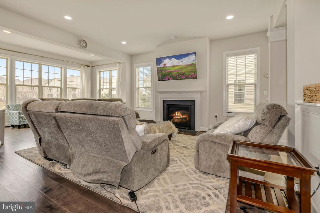 Get cozy by the fireplace in the great room - 42594 DREAMWEAVER DR, ASHBURN