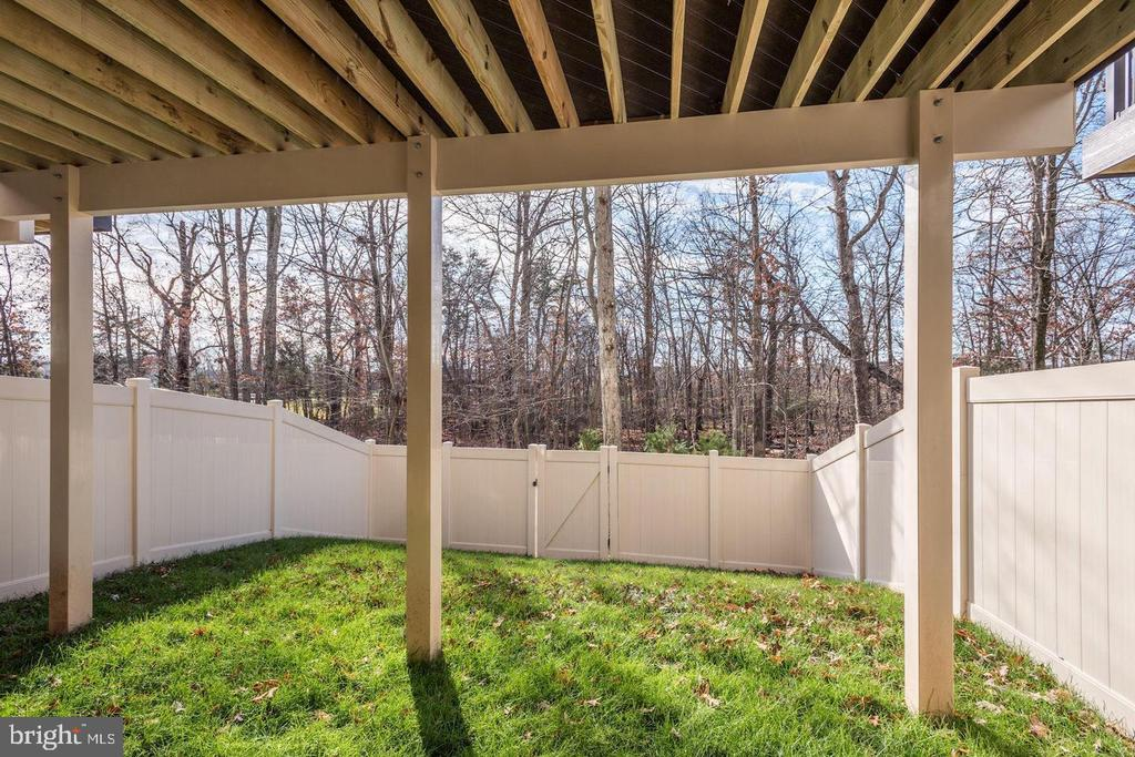 Lower Level Walk-Out to Fenced Yard - 42502 MILDRED LANDING SQ, ASHBURN