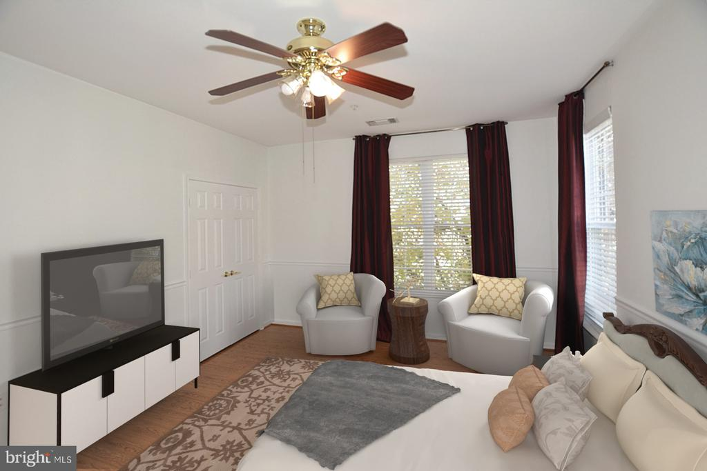 Sitting Area of Primary Bedroom - 2101 HIGHCOURT LN #301, HERNDON