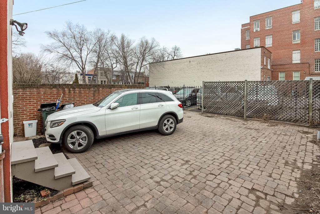 Parking for 3 cars - 506 E CAPITOL ST NE, WASHINGTON