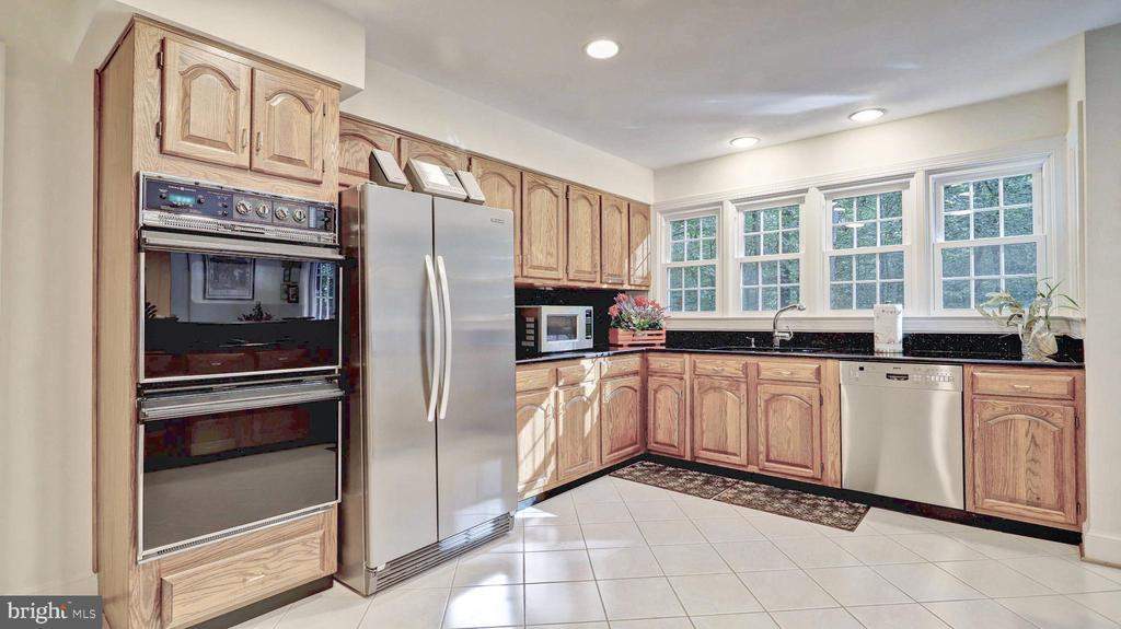 - 6823 BRIMSTONE LN, FAIRFAX STATION