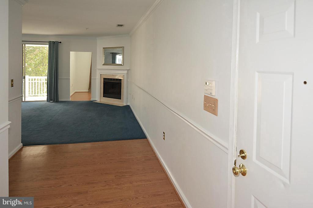 Entry Foyer Looking to Living Room - 2101 HIGHCOURT LN #301, HERNDON