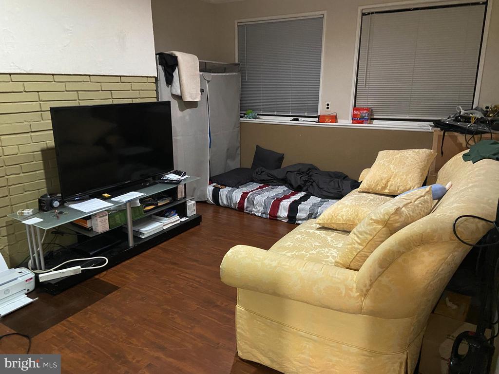 Upper 2 livingroom - 8341 ROLLING RD, SPRINGFIELD