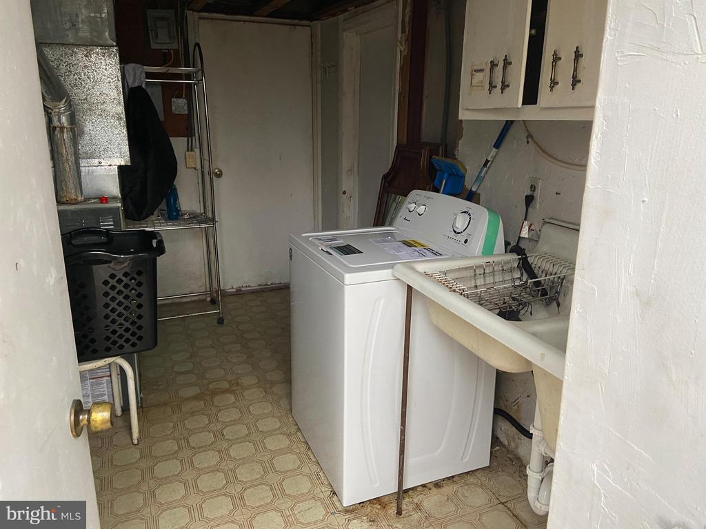 Laundry room access from the back of the house - 8341 ROLLING RD, SPRINGFIELD