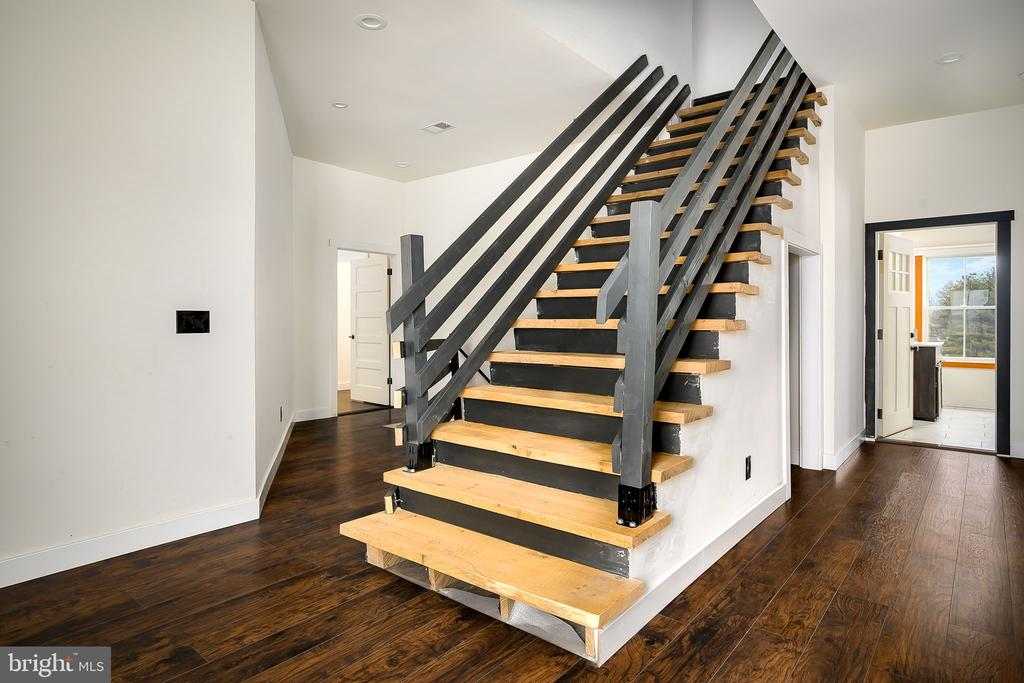 Stairs to 3rd Level - 16195 PURCELLVILLE RD, PURCELLVILLE