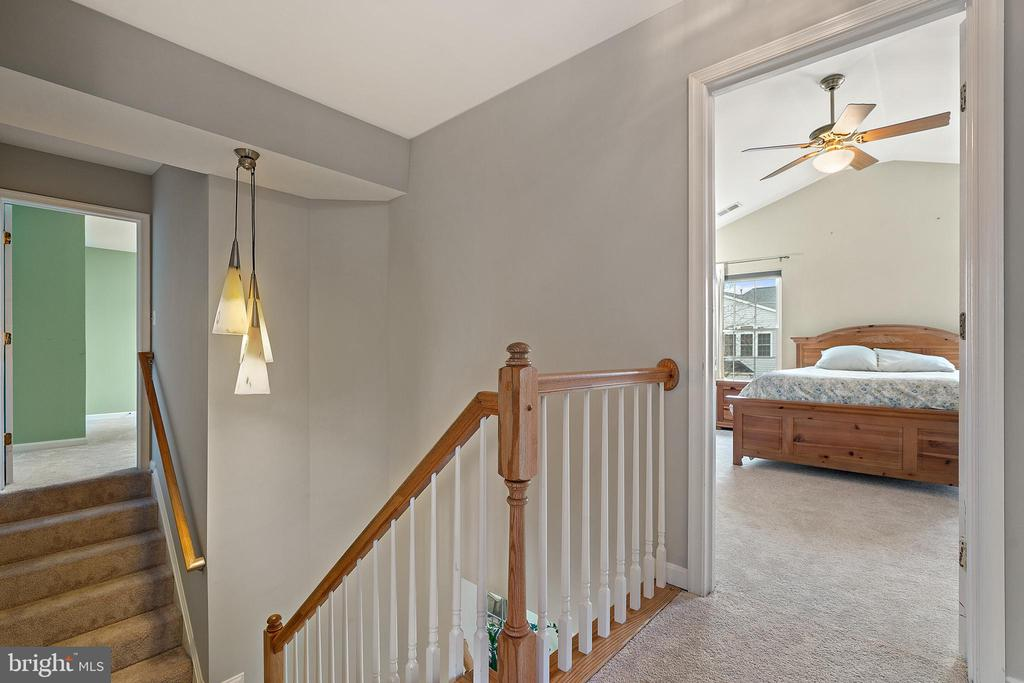 Upper Level Hallway w/Dual Staircase to Bedrooms - 18279 MAPLE SPRING CT, LEESBURG