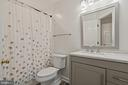 Upper Level Renovated Bathroom - 18279 MAPLE SPRING CT, LEESBURG