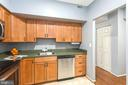 Ample amounts of counter space in the kitchen - 2100 LEE HWY #G09, ARLINGTON
