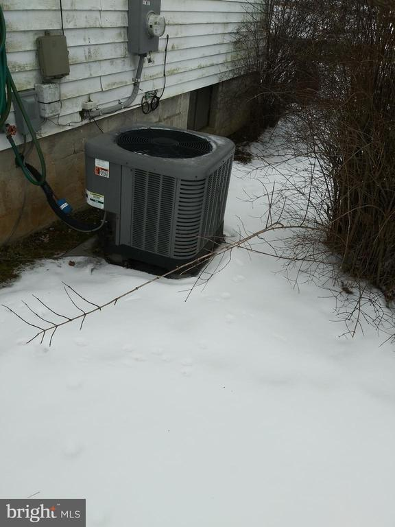 HEAT PUMP / 2 YEARS OLD - 1700 KIMBLE RD, BERRYVILLE