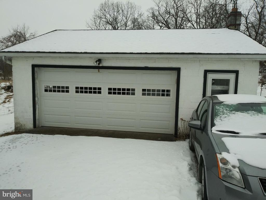 GARAGE/W/  ELECTRIC/FLUE/ WORK BENCHES - 1700 KIMBLE RD, BERRYVILLE