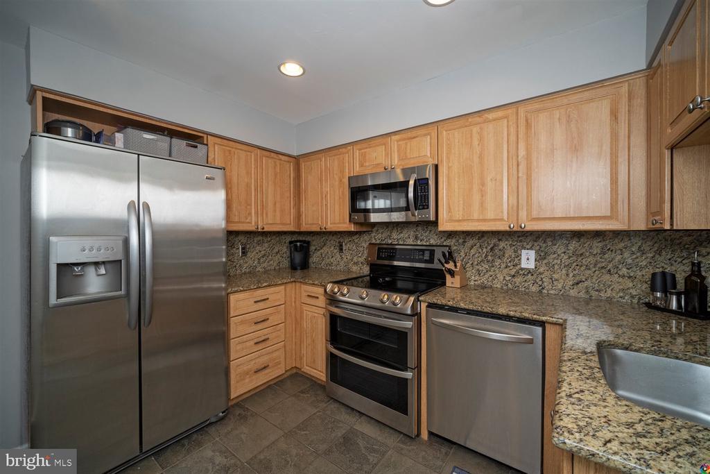 Kitchen - 1069 NICKLAUS CT, HERNDON