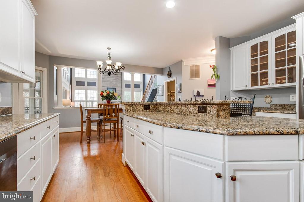 Alt view of gorgeous granite kitchen island - 20277 DAWSON MILL PL, LEESBURG