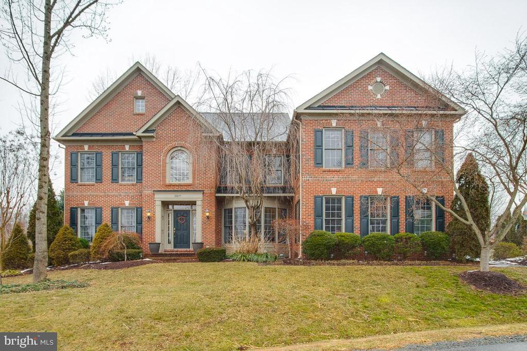 Gorgeous front view of home - 20277 DAWSON MILL PL, LEESBURG