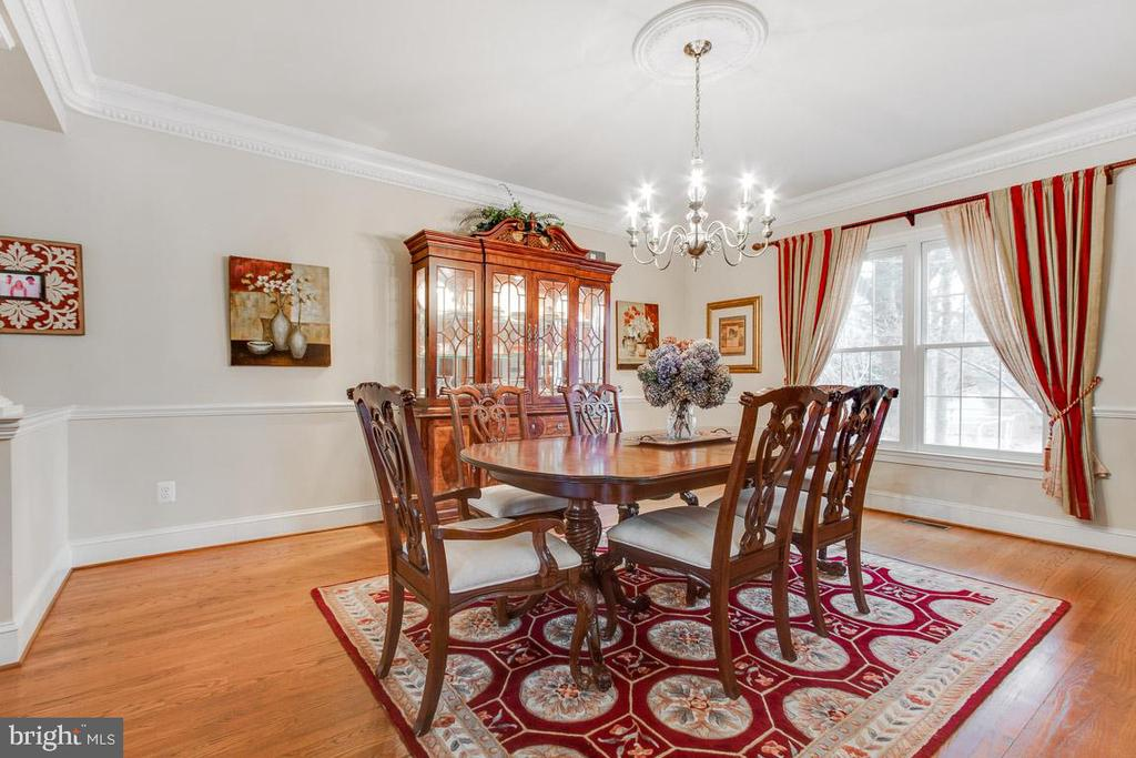 Alt view of dining room with beautiful moldings - 20277 DAWSON MILL PL, LEESBURG