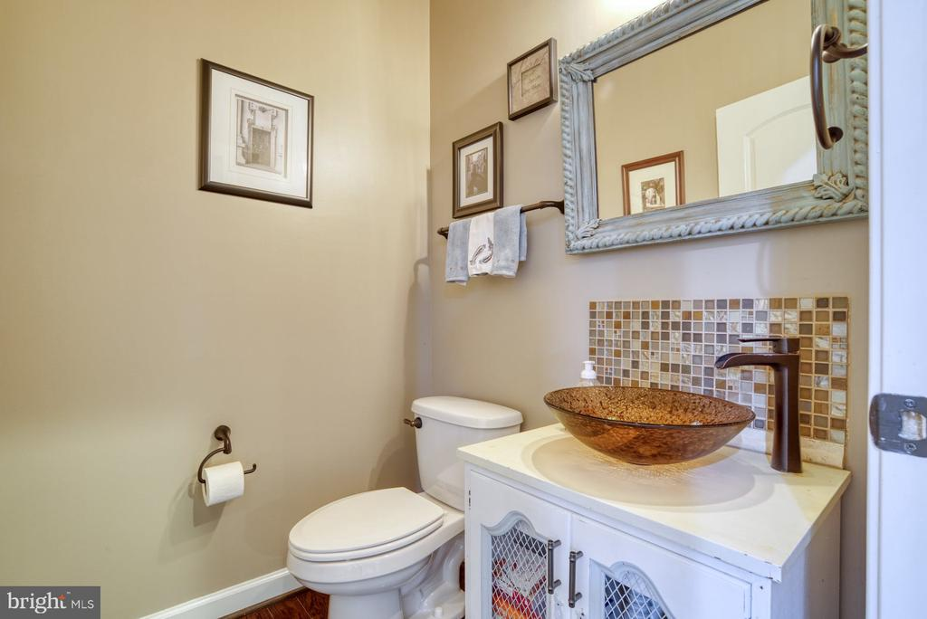 Main Level powder room - 24955 EARLSFORD DRIVE, CHANTILLY