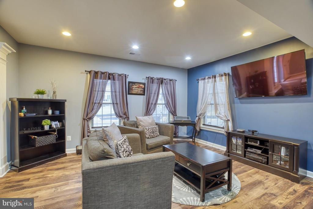 Lower level with plenty of natural light - 24955 EARLSFORD DRIVE, CHANTILLY