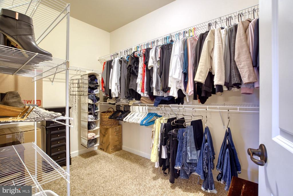 Large Walk-in closet #1 of 2 - 24955 EARLSFORD DRIVE, CHANTILLY