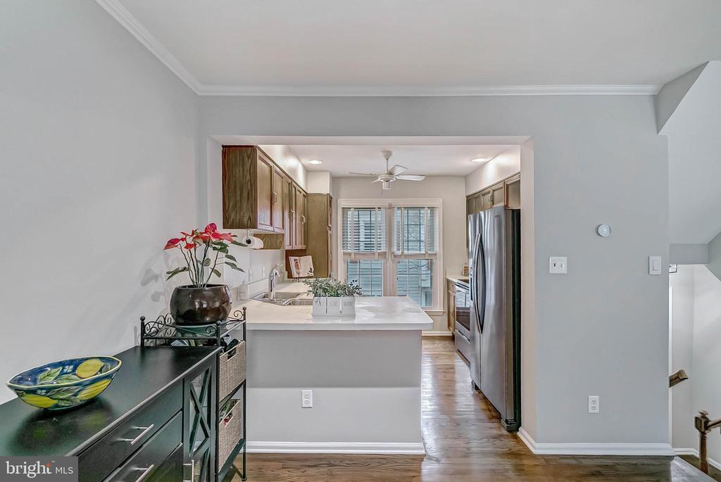 View into kitchen from dining area - 2913-B S WOODSTOCK ST #2, ARLINGTON