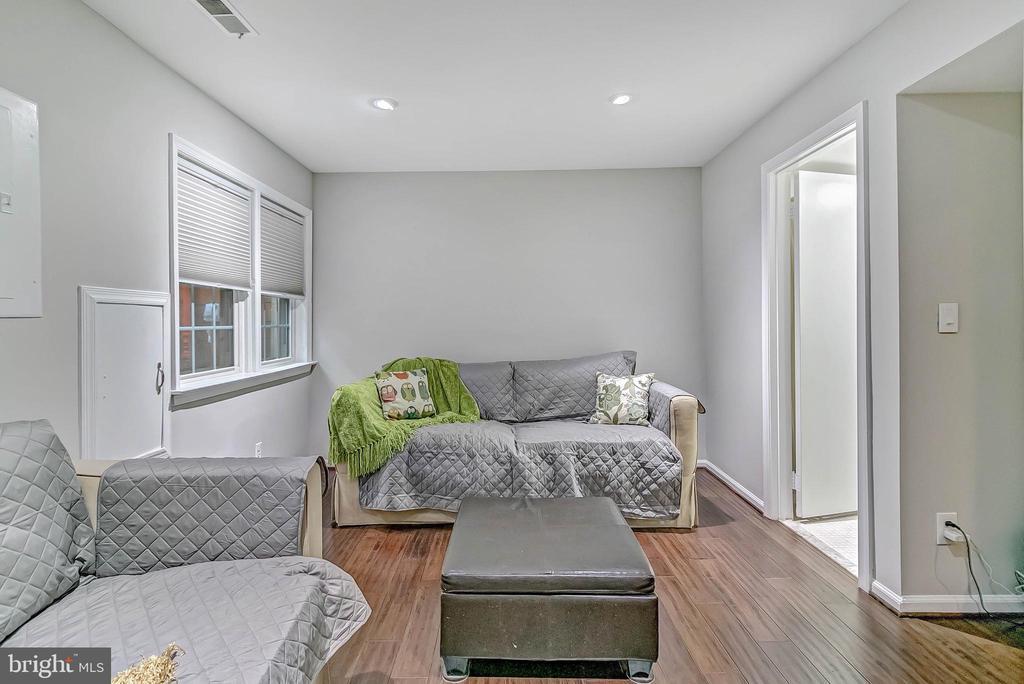 3rd bedroom or rec room - 2913-B S WOODSTOCK ST #2, ARLINGTON