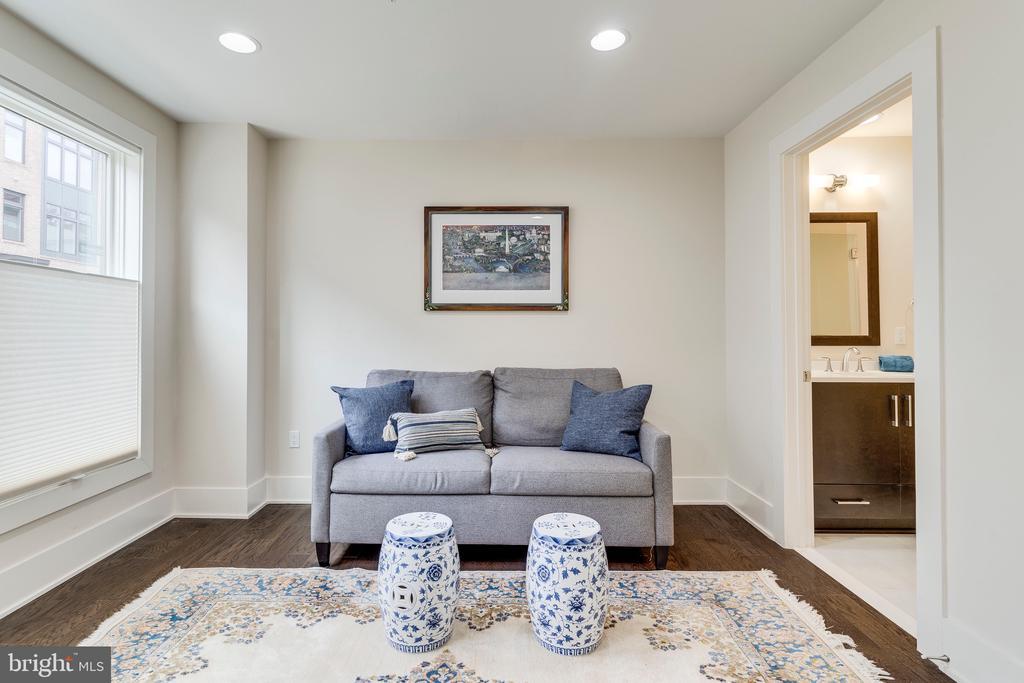 First Floor Bedroom with Ensuite Bathroom - 171 WINSOME CIR, BETHESDA