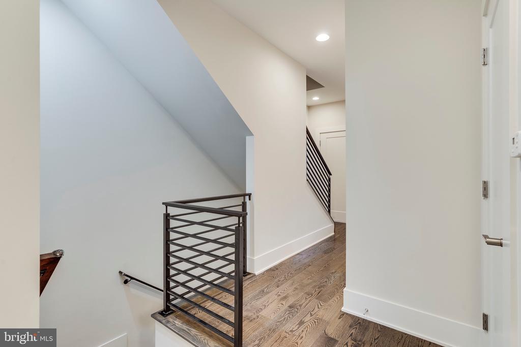 Bedroom Level Hallway - 171 WINSOME CIR, BETHESDA