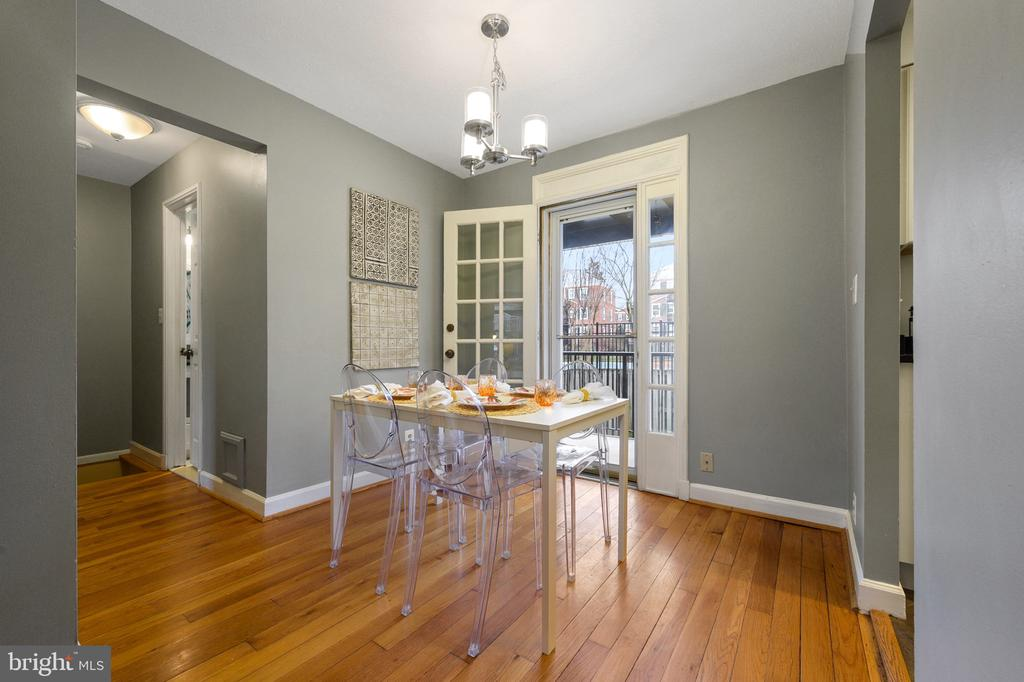 Door to the balcony in the dining room - 2971 S COLUMBUS ST #A1, ARLINGTON