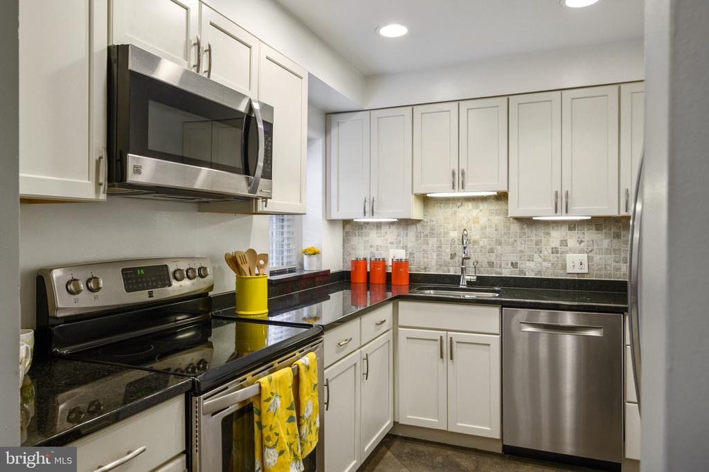 Nicely appointed Kitchen - 2971 S COLUMBUS ST #A1, ARLINGTON