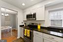 Updated kitchen with granite counters - 2971 S COLUMBUS ST #A1, ARLINGTON