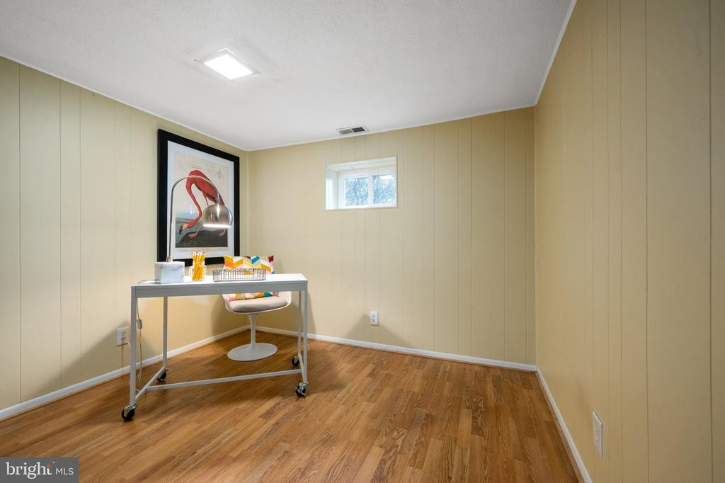 Lower level family room area with window - 2971 S COLUMBUS ST #A1, ARLINGTON