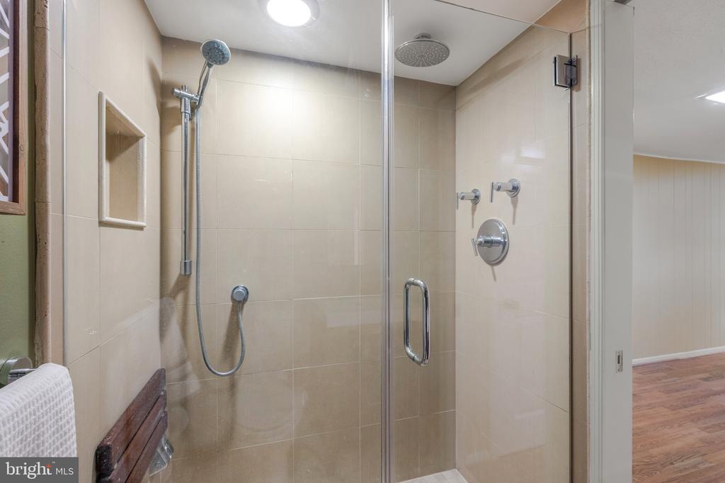 Walk-in Shower - 2971 S COLUMBUS ST #A1, ARLINGTON