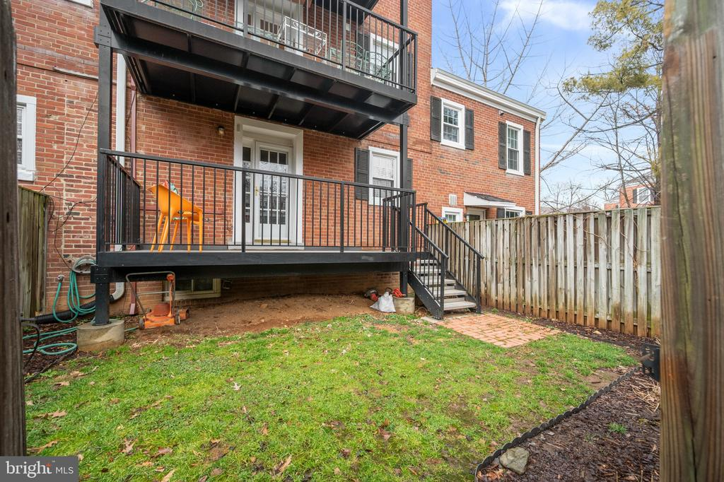 Private fenced backyard - 2971 S COLUMBUS ST #A1, ARLINGTON