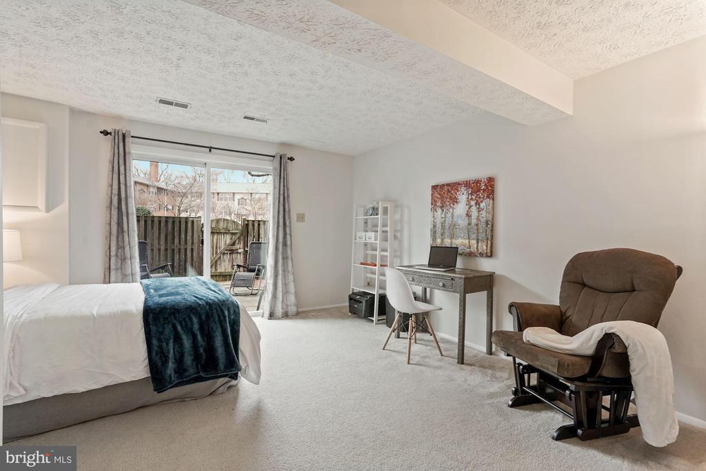 Lower level bedroom/rec rom - 2810 S MEADE ST, ARLINGTON