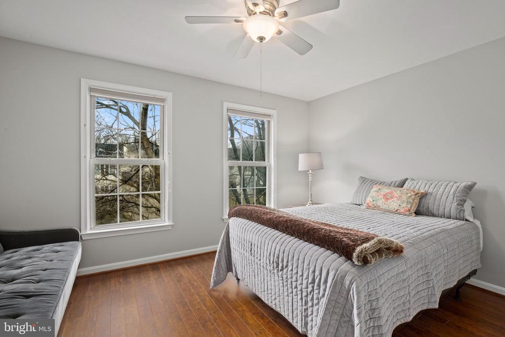 Bedroom 2 on Upper Level - 20757 PARKSIDE CIR, STERLING