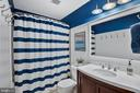 Updated Full hall bath - 20757 PARKSIDE CIR, STERLING