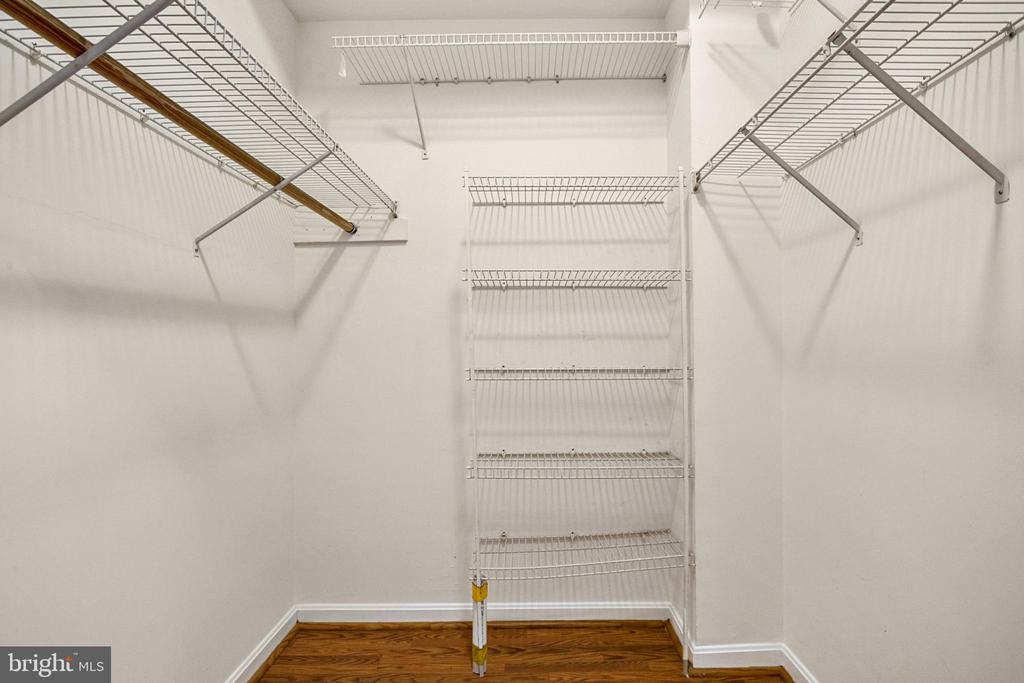 Large closet for all your belongings - 20757 PARKSIDE CIR, STERLING
