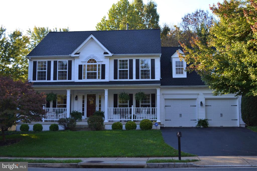 5BR/3.5 BA SFH In-Town Leesburg new roof - 311 OAKCREST MANOR DR NE, LEESBURG