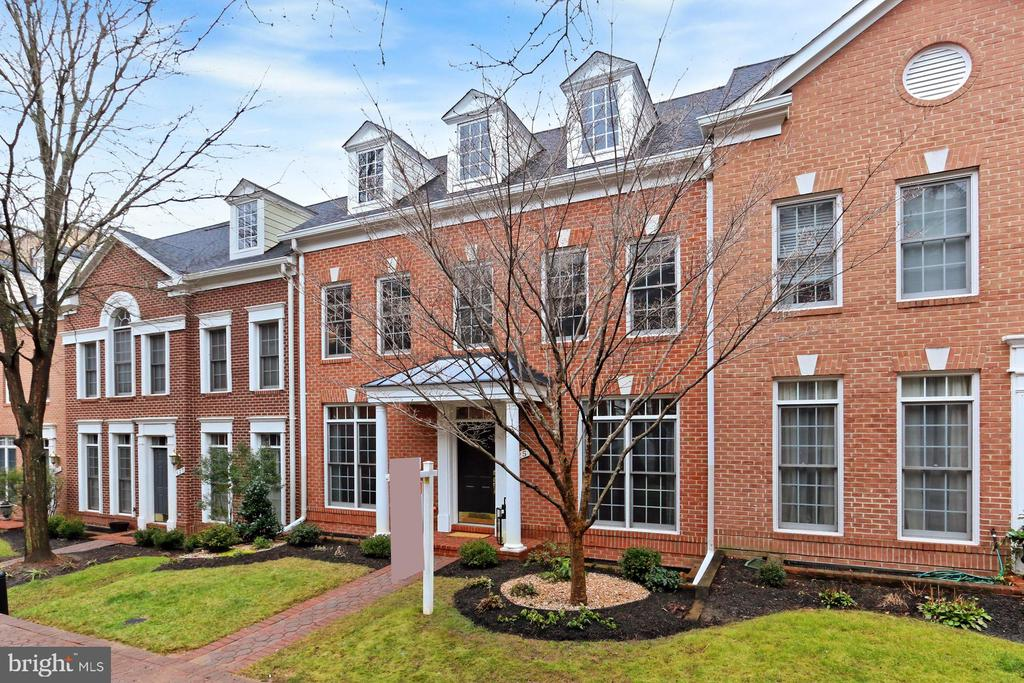 Welcome To 425 Park Ave! - 425 PARK AVE, FALLS CHURCH