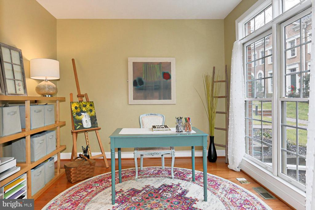 Dedicated Office w/ View Of Front Courtyard - 425 PARK AVE, FALLS CHURCH