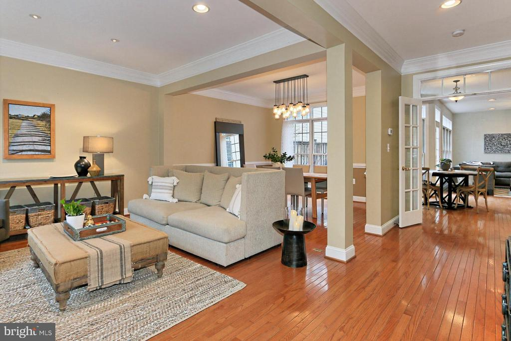 Open Living Space Perfect  For Entertaining! - 425 PARK AVE, FALLS CHURCH