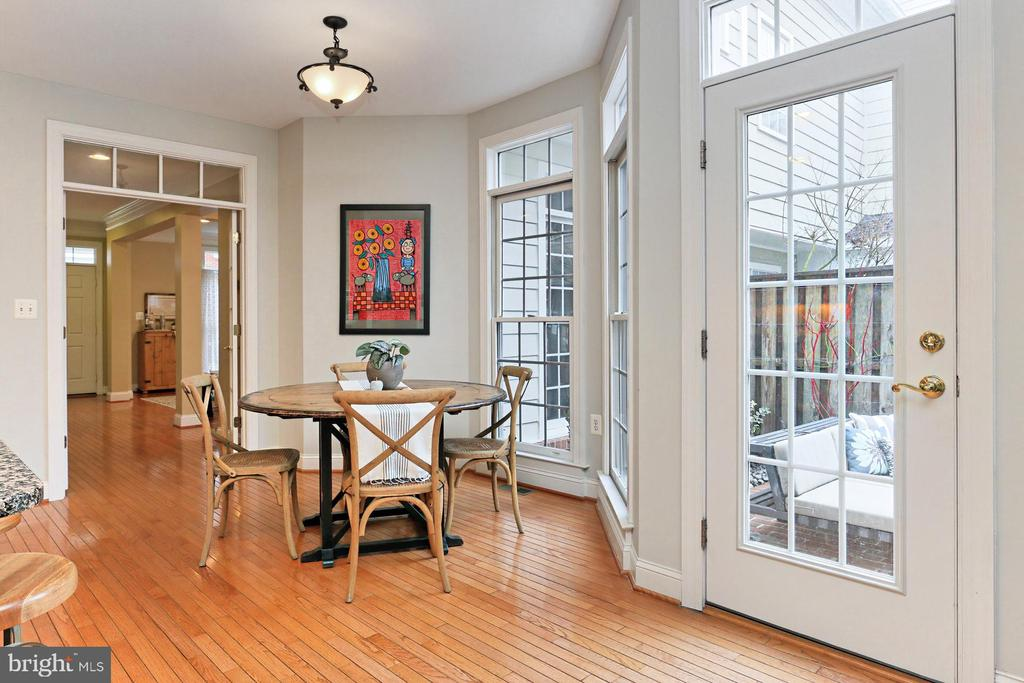 Breakfast Table Overlooking The Rear Courtyard - 425 PARK AVE, FALLS CHURCH