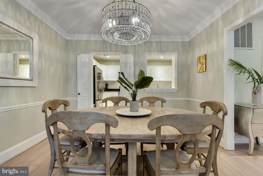 Let's Take a Moment to Admire the Gorg Chandelier! - 1610 BELMONT ST NW #D, WASHINGTON