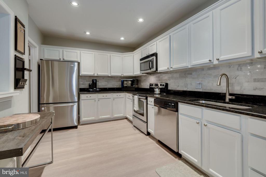 Gourmet Kitchen - Stainless Steel Appliances! - 1610 BELMONT ST NW #D, WASHINGTON