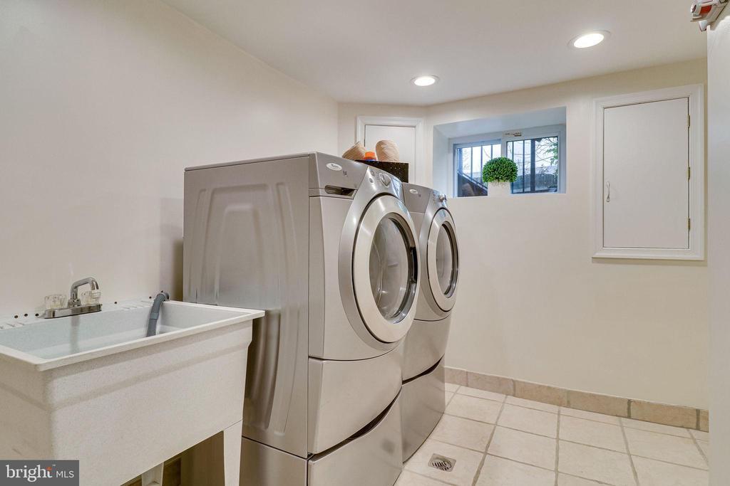 Lower Level Laundry Room - 3052 S ABINGDON ST #A2, ARLINGTON