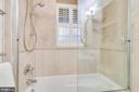 Main Level Full Bath w/Air Bubble Jetted Tub - 3052 S ABINGDON ST #A2, ARLINGTON