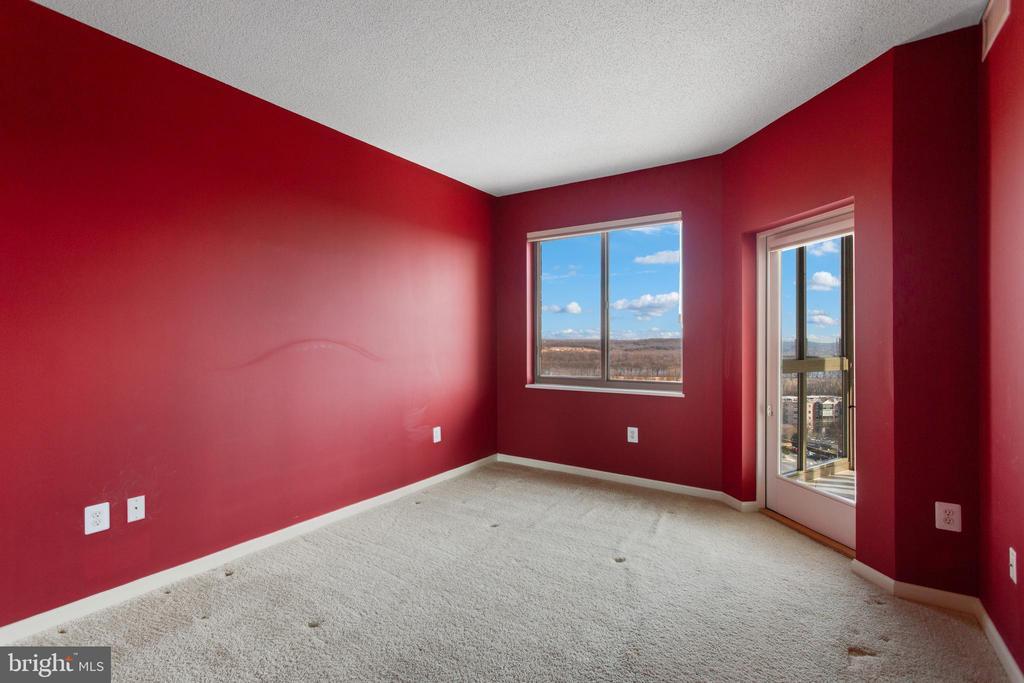 2nd bedroom w/ Potomac River view/door to sunroom - 19365 CYPRESS RIDGE TER #1108, LEESBURG