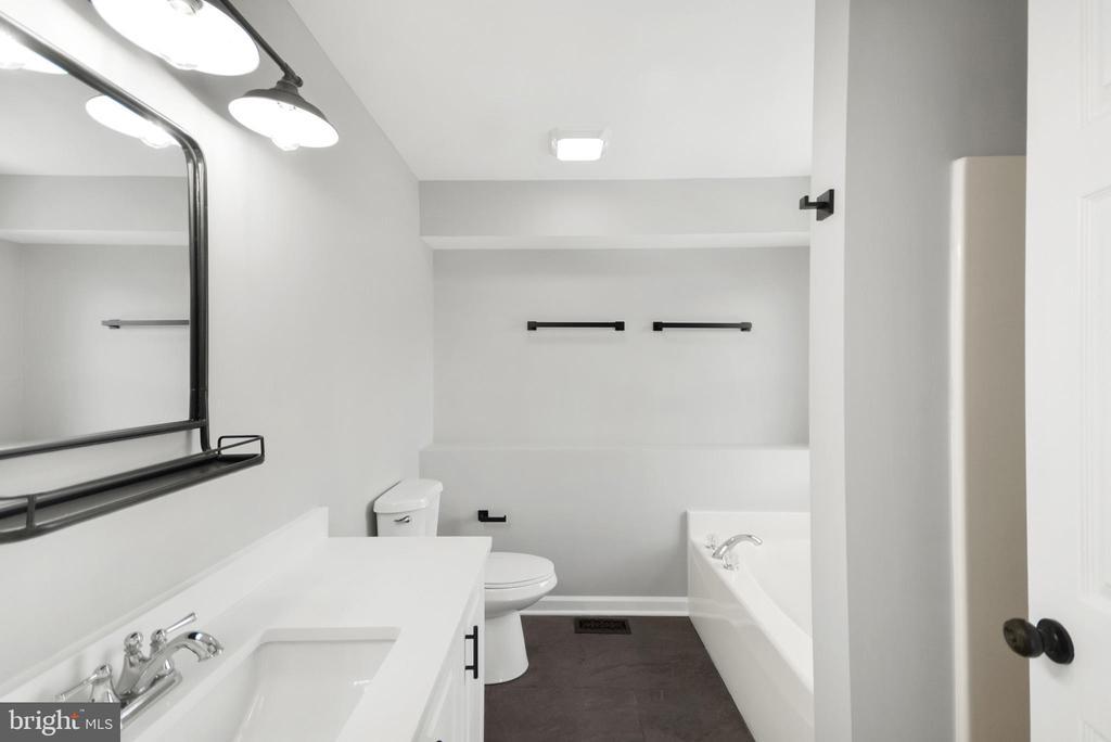 Master Bath - 305 CONE BRANCH DR, MIDDLETOWN