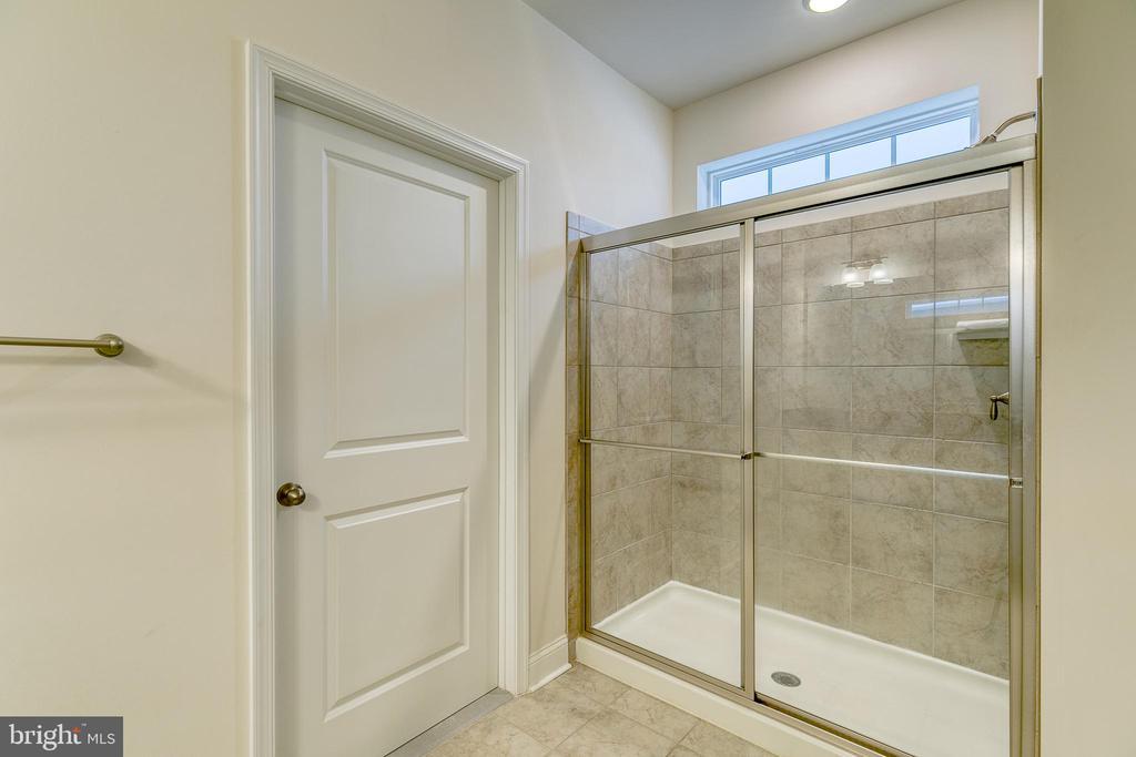 large walk in shower - 103 OLD OAKS CT, STAFFORD